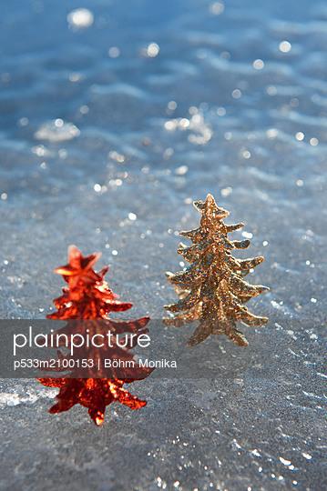 Two luminous Christmas trees - p533m2100153 by Böhm Monika