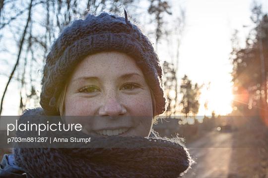 Waldspaziergang - p703m881287 von Anna Stumpf