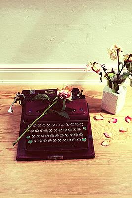 Alte Schreibmaschine - p432m901691 von mia takahara