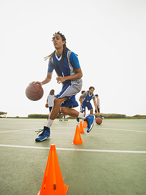 Basketball team doing drills at practice - p555m1415512 by Erik Isakson
