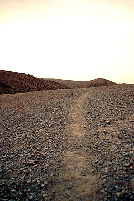 Wanderweg im Gebirge von Nordafrika - p754m887005 von Valea Diller-El Khazrajy