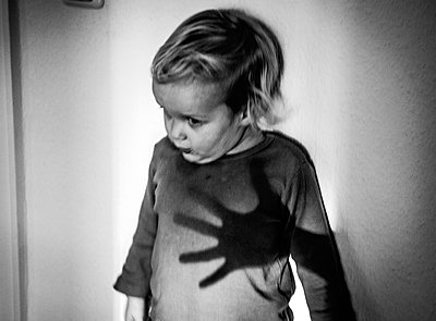 Kinderangst - p970m2150014 von KATYA EVDOKIMOVA