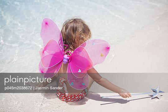 Zauber-Elfe am Strand - p045m2038672 von Jasmin Sander