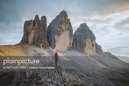 Italy, South Tirol, Sexten Dolomites, Tre Cime di Lavaredo, Man looking at rock formations - p1427m2213582 by Oleksii Karamanov
