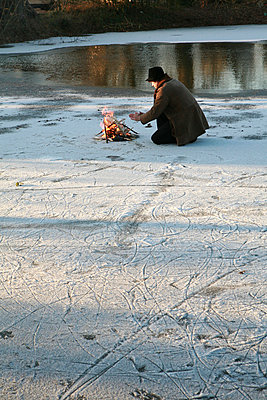 A man making fire on ice - p9270030 by Florence Delahaye