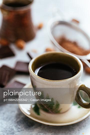 plainpicture - plainpicture p1166m2255342 - morning coffee in turk. cho... - DEEPOL by plainpicture
