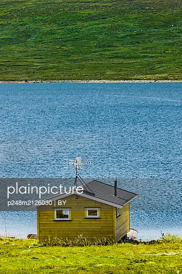 Holzhütte am See - p248m2126030 von BY