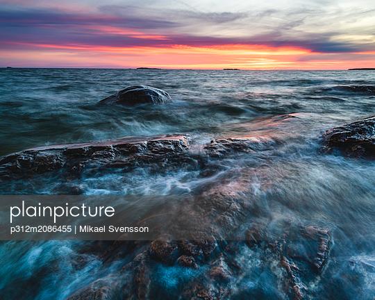 Long exposure shot of coast - p312m2086455 by Mikael Svensson