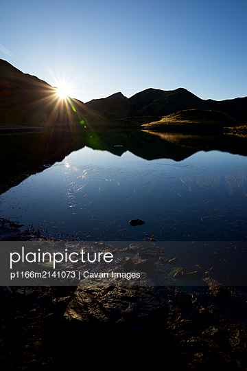Sunrise in Truchas Lake in Canfranc Valley, Pyrenees. - p1166m2141073 by Cavan Images
