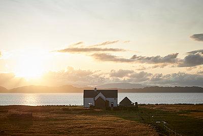 Haus an der schottischen Westküste - p1124m1491392 von Willing-Holtz
