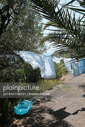 Wäsche im Wind - p1141m1160121 von Annette Fischer