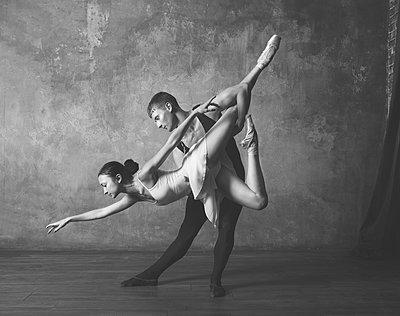 Ballet pose - p1476m1564079 by Yulia Artemyeva