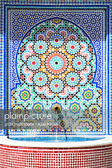 Mosaikbrunnen - p1312m2053604 von Axel Killian