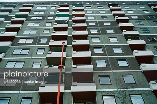 Wohnhochhaeuser in Hamburg  - p6430036 von senior images