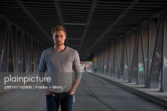 Im Tunnel - p981m1162806 von Franke + Mans