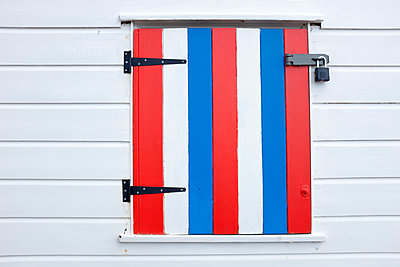 Beach hut window - p1228m1466085 by Benjamin Harte