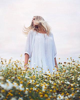 Summer - p1507m2063920 by Emma Grann