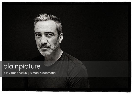 Open Face - p1171m1573596 by SimonPuschmann