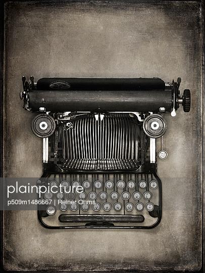 Alte Schreibmaschine - p509m1486667 von Reiner Ohms