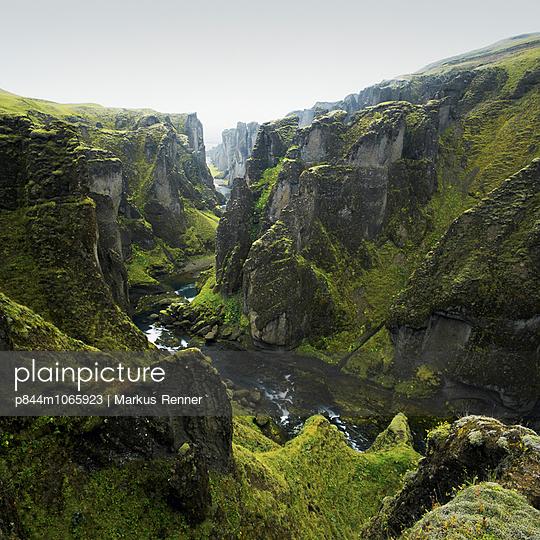 Highlands - p844m1065923 by Markus Renner