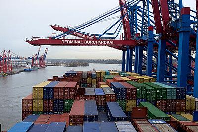 Cargo - p1061m855519 by Virginie Bled
