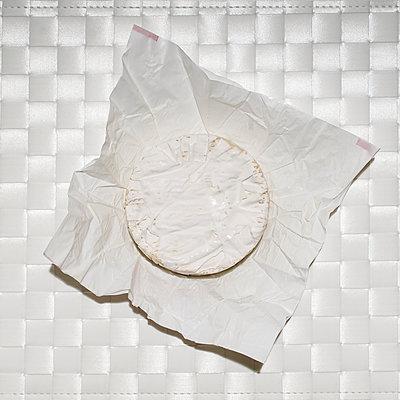 Ausgepackter Camembert - p1639m2230432 von Olivier C. Mériel