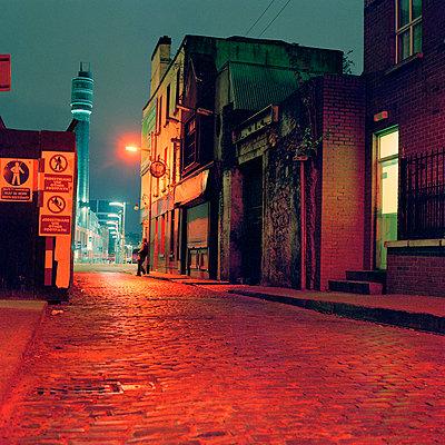Dublin, nachts in der city - p627m1035334 von Carolin Seeliger