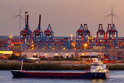 Container Terminal - p324m943332 von Alexander Sommer