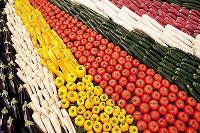Gemüseangebot - p898m853027 von Julia Blank