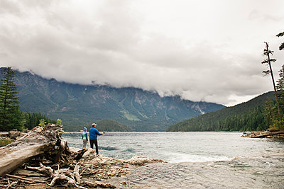 Man and Child Fishing at a Lake Surrounded by Mountains in Washington - p1166m2137814 by Cavan Images