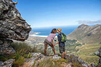 Young couple hiking in the mountains - p1355m1574188 by Tomasrodriguez