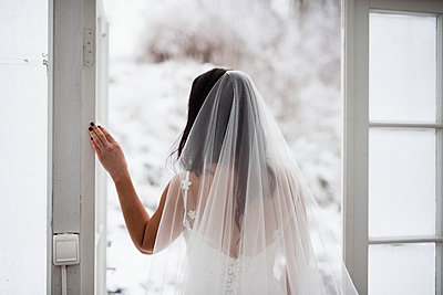 Bride looking away - p312m2102466 by Anna Johnsson