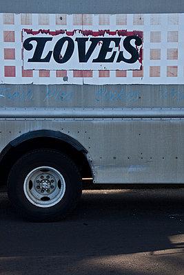 lieferwagen - p627m670864 by Chris Keller