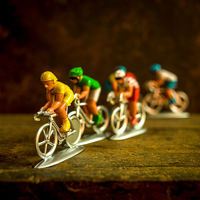 Figurines of cyclists. France. - p813m1465113 by B.Jaubert