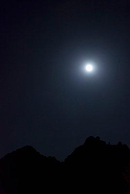 Full moon in the sky - p301m730702f by Patrick Strattner