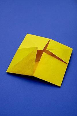 Origami - p1228m2215982 by Benjamin Harte