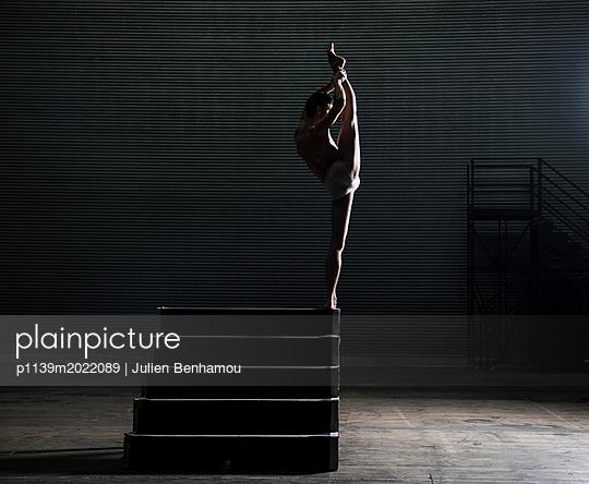 Dancer - p1139m2022089 by Julien Benhamou