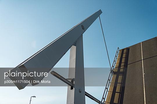 Hochgeklappte Brücke - p305m1171504 von Dirk Morla