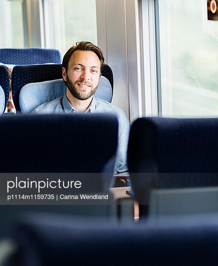 Passagier im Zug - p1114m1159735 von Carina Wendland