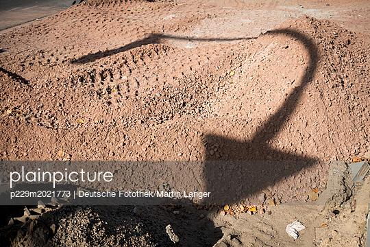 Spuren im Sand - p229m2021773 von Martin Langer