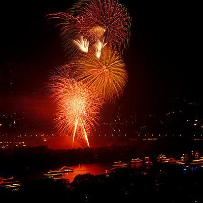 Schönes Feuerwerk - p2200057 von Kai Jabs
