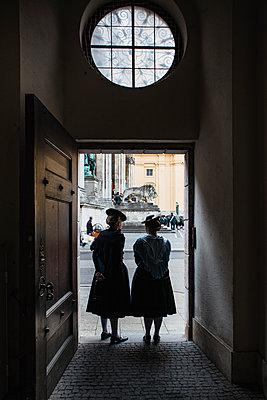 Two women in Bavarian costume at Odeonsplatz in Munich - p728m2087551 by Peter Nitsch