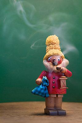 Rauchendes Männchen - p7810089 von Angela Franke