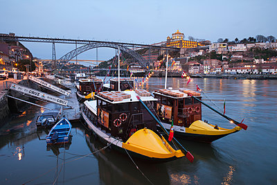 Portugal, Porto, Gaia, tourboats and Ponte Luiz I Bridge on Douro river in the evening - p300m1032831 by Artur Bogacki