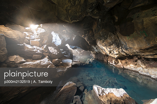 Iceland, Thermal cave used for bathing near Krafla volcano - p300m2132519 by A. Tamboly
