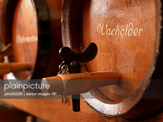 Schnapsfässer  - p6430226f von senior images RF