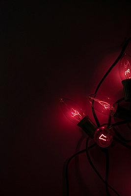 Lichterkette in rot - p1086m865645 von Carrie Marie Burr
