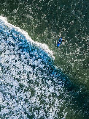 Indonesia, Bali, Kedungu, Surfers - p300m2029917 von Konstantin Trubavin