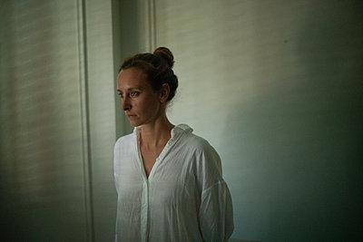 Sad woman - p1321m2207415 by Gordon Spooner