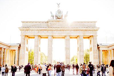 Germany, Berlin, Brandenburg Gate in sunlight - p352m1141768 by Werner Nystrand